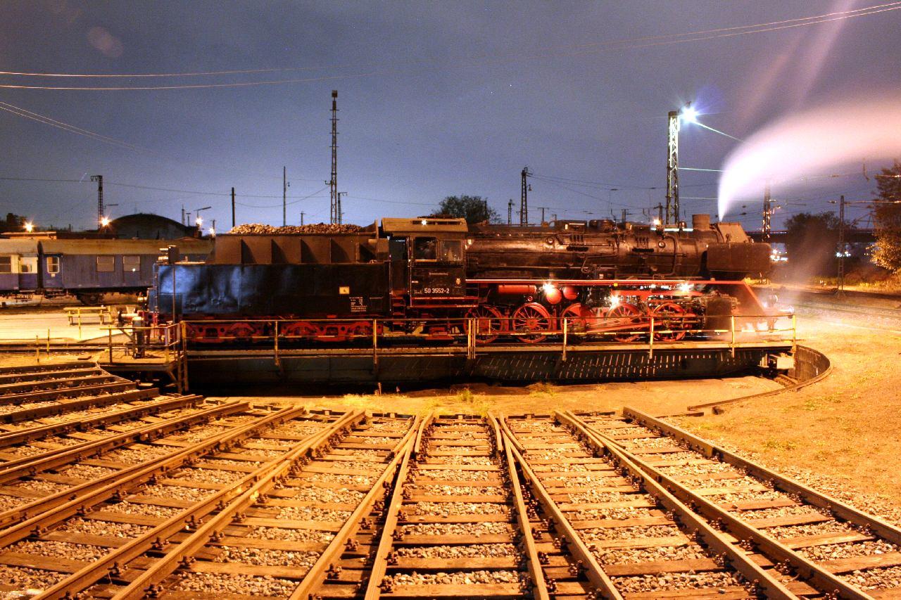 Die vereinseigene Lok 50 3552 auf der Drehscheibe im Bw Hanau